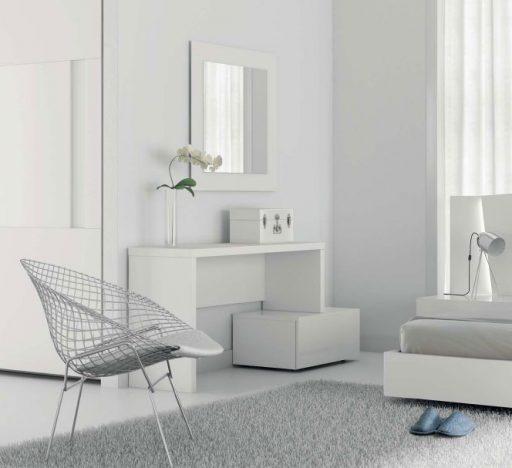 Dormitorios en blanco. Detalle de tocador de la colección Slaap de Kibuc.
