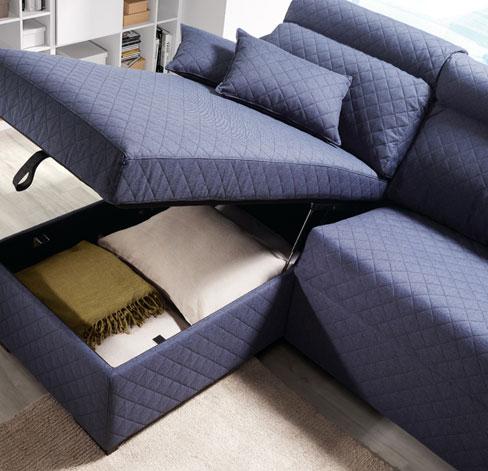 Cómo elegir sofá cama. Sofá Friend de Kibuc con arcón bajo la chaise longue