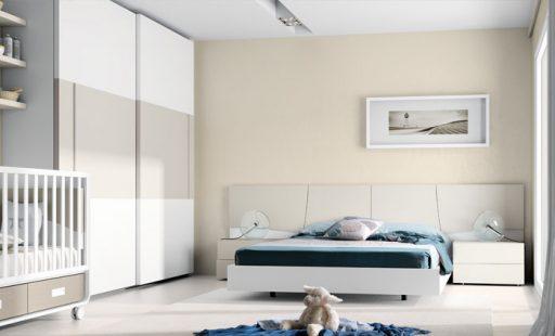 Los dormitorios blancos combinan muy bien con los tonos ocres