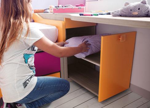 Cajón extraible para que tu hija guarde la almohada. Dormitorio Niko