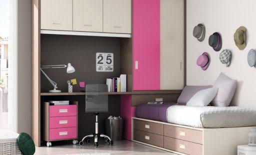 Armarios para almacenar sobre la zona de estudio e este dormitorio de la colección Niko