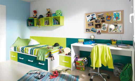Cajones para la cama para organizar en este dormitorio de la colección Niko de Kibu