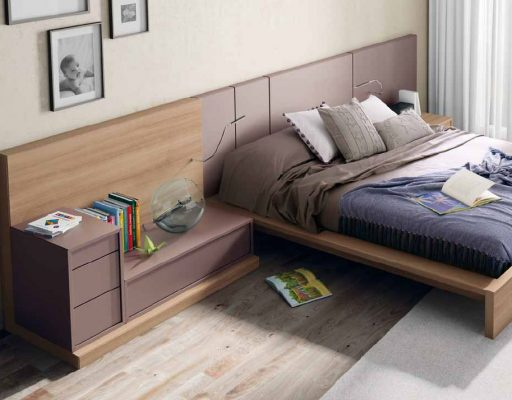 Dormitorio con cabezal Bahia, con módulos asimétricos sobre tarimas y flexos incorporados que permiten disfrutar de la lectura