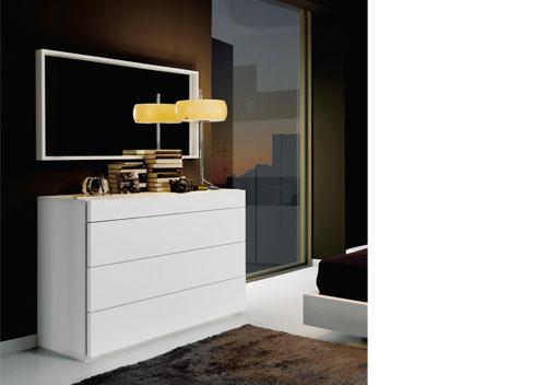 Iluminar el dormitorio. Cómoda de la colección Nuit de Kibuc