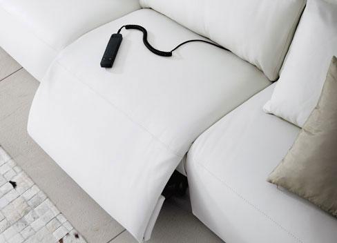 Ventajas de los sofás de piel. Sofá Napoli de Kibuc. Con mecanismo de relax eléctrico