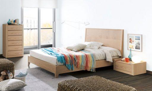 Elegir el cabecero de la cama. cabecero de la colección Aiko de Kibuc en acabado roble. Cálido y acogedor.