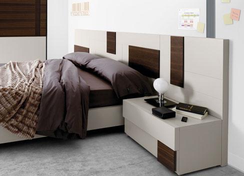 Elegir el cabacero de la cama. Cabecero Slaap de Kibuc con formas geométricas en dos colores.