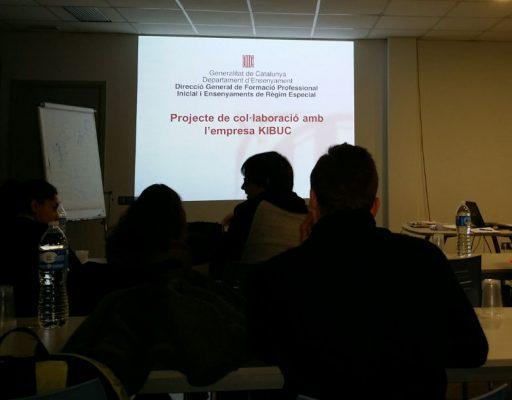 Kibuc acerca la empresa a los estudiantes de diseño. Estudiantes en Kibuc Central, en Cardedeu.Presentación del convenio de colaboración entre Kibuc y el Departament d'Ensenyament.
