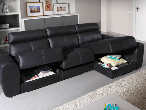 Cómo distribuir un piso pequeño. Sofá Bodo con arcones integrados en los asientos.