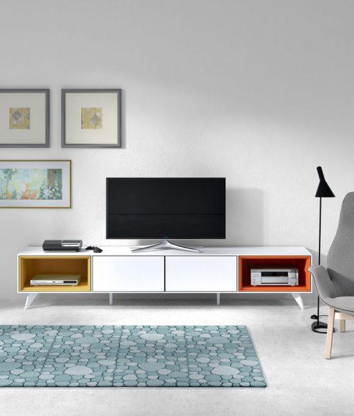 Comedores de diseño Transfer de Kibuc. Módulo de TV con dos huecos en color personalizable.