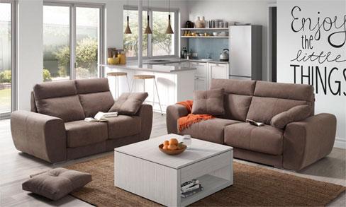 Distribuir un piso pequeño. Sofá Bodo de Kibuc. Asientos con mecanismo deslizante y arcón debajo de los asientos
