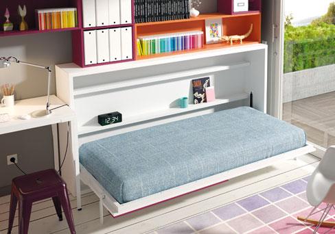 Cómo decorar habitaciones juveniles pequeñas.  Cama abatible y armario esquinero de la colección Niu de Kibuc.