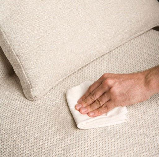 Elegir tela del sofá. Tela Efficiency muy fácil de limpiar y resistente