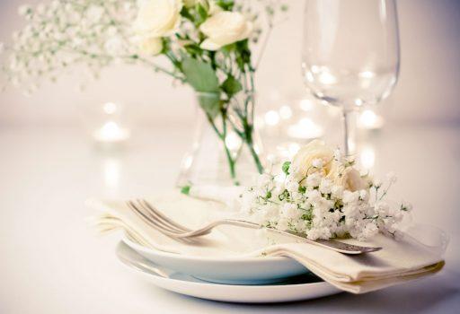 Ideas para decorar una mesa de verano by Kibuc. Con flores