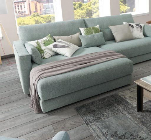 Decorar el sofá con cojines. Sofá BCN con chaise longue XL para poner muchos cojines.