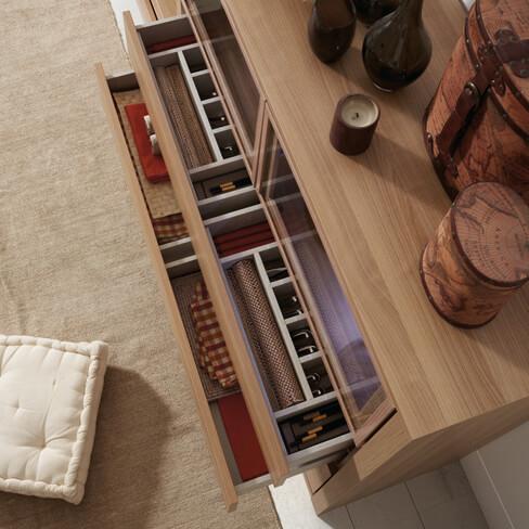 Cajón de la colección Athos de Kibuc con sistema de aperura push y cierre amortiguado
